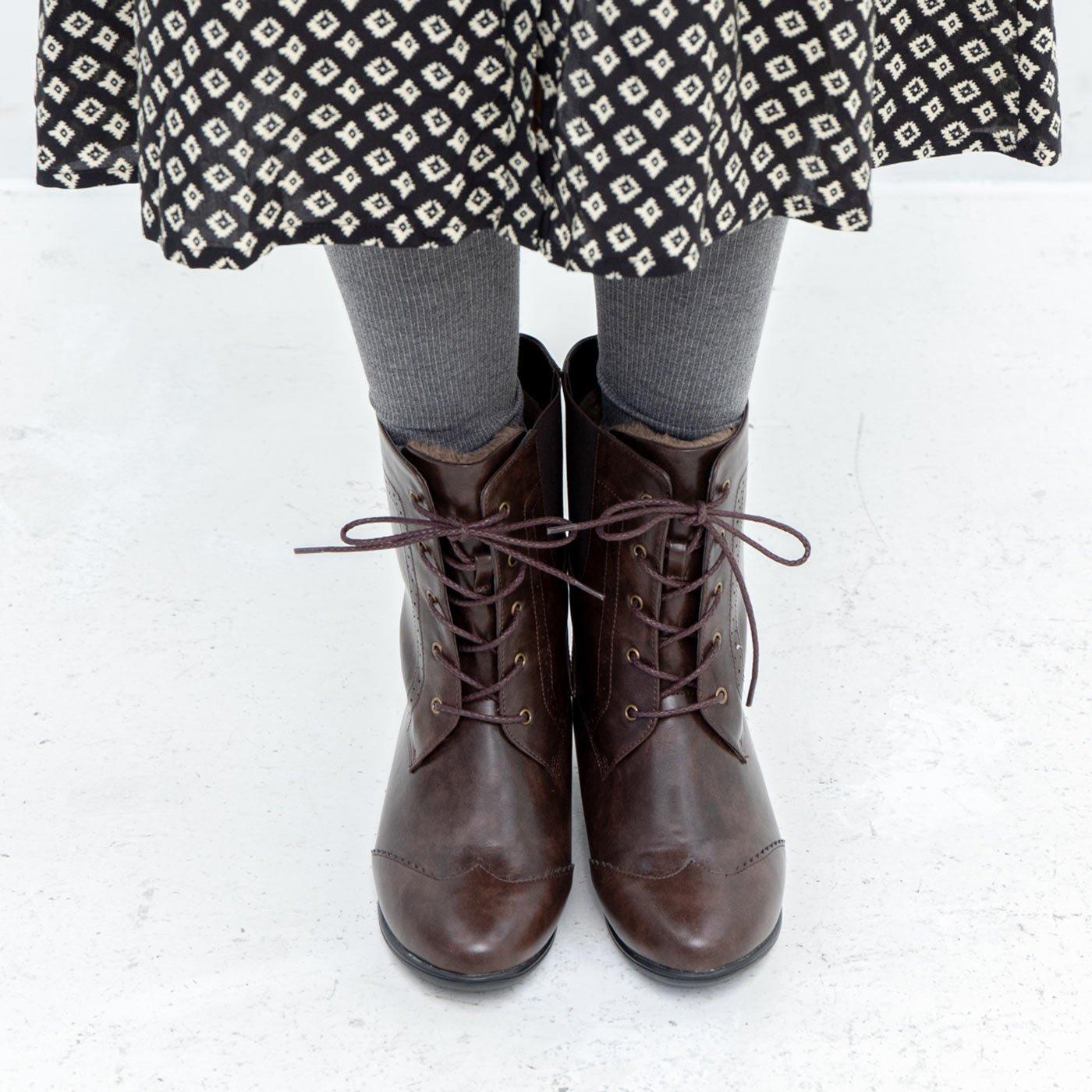防水仕立て! ファーで暖か! さっと履けてしなやかに歩ける編み上げブーツ〈ブラウン〉