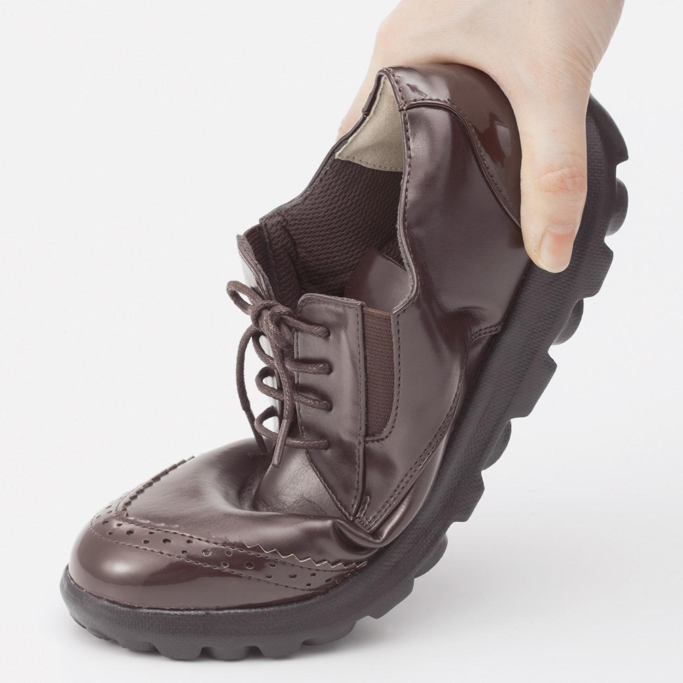 足の動きに沿うやわらかな履き心地で、歩きやすく疲れにくい。