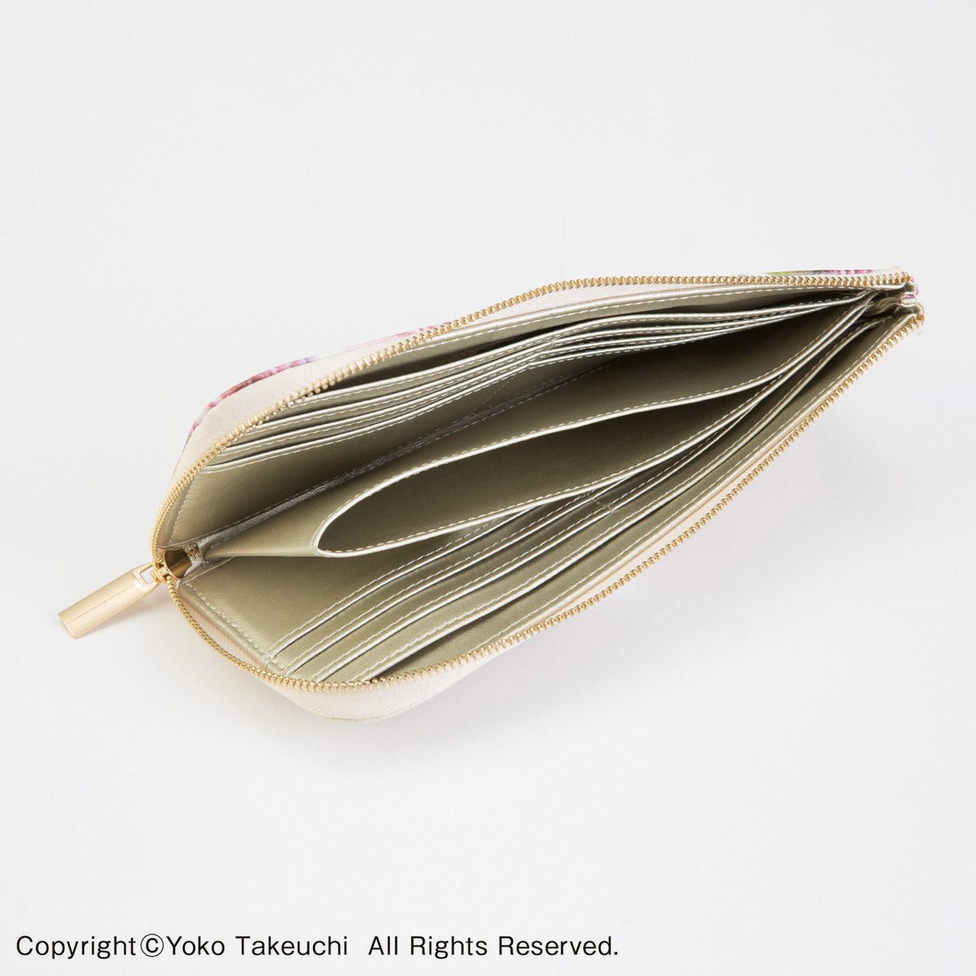 カードポケットは計12個。小銭ポケットはかさばりにくいオープンタイプ。