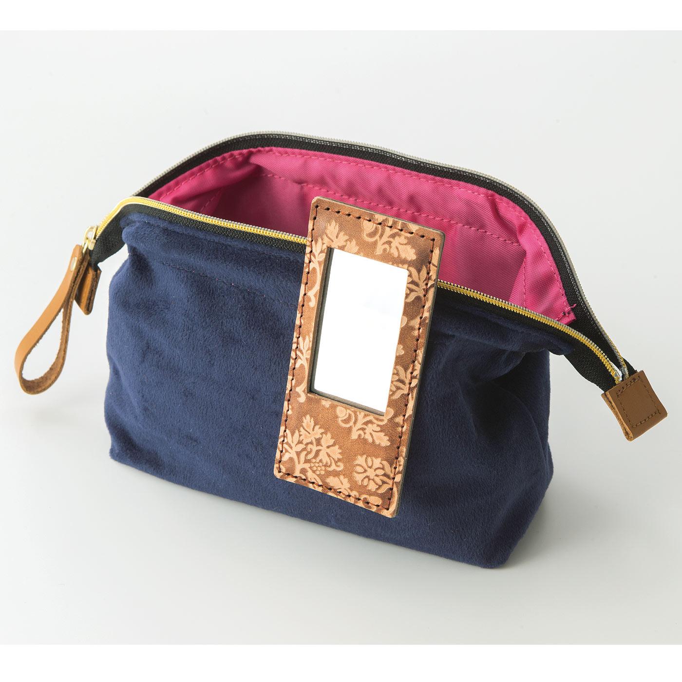 ポーチ、メイクボックス、バッグの内ポケットなどに取り付けて。