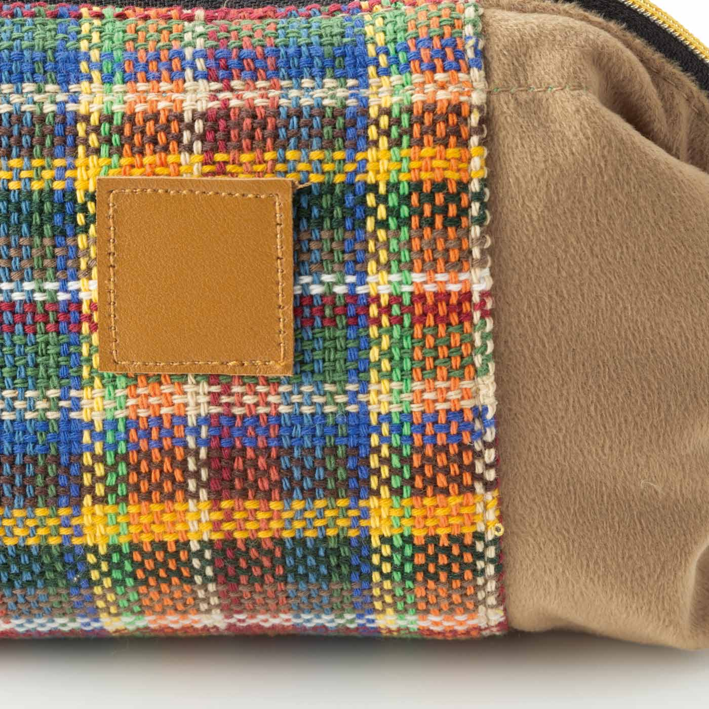 さをり織り×スエード調素材のぬくもりのある風合い。