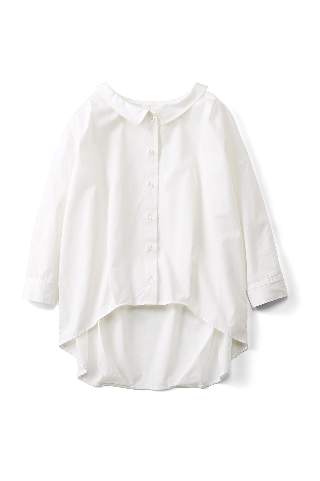 さわやかな[オフホワイト]。たっぷりとした身幅に七分袖がグッドバランス。