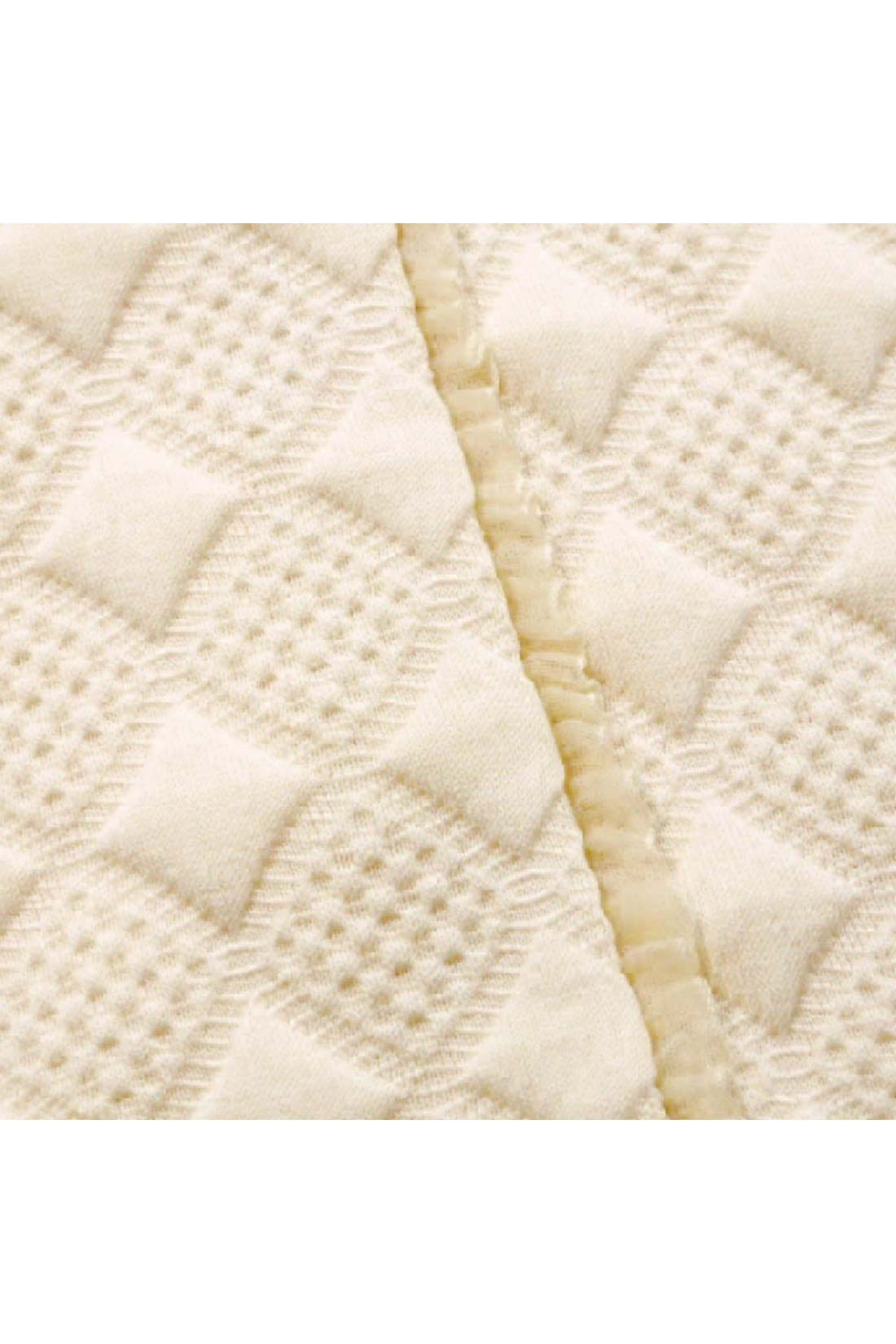 [ちっちゃなフリルがかわいい。]前面に縫い付けられた小さなフリルが、ちょっぴり甘さを添えてくれるよ。