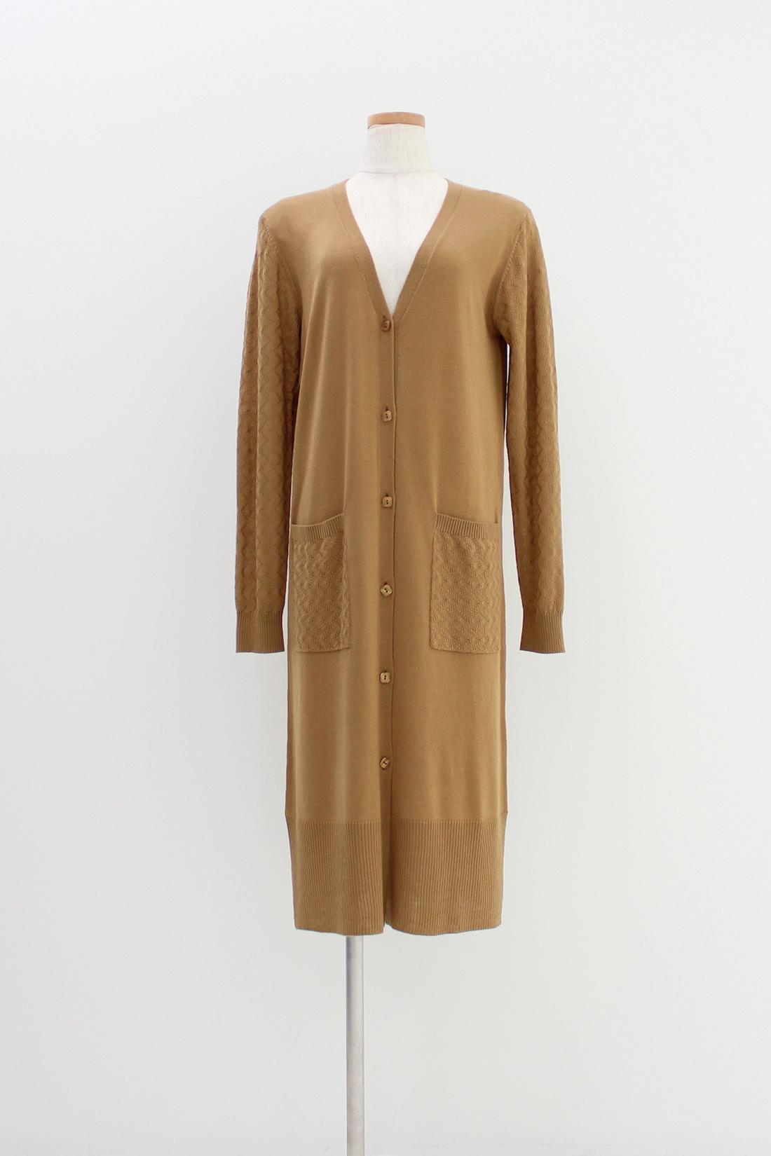 [キャラメル]袖とポケットは模様編み。気温差の激しいこれからの季節には、やっぱりはおりもの。