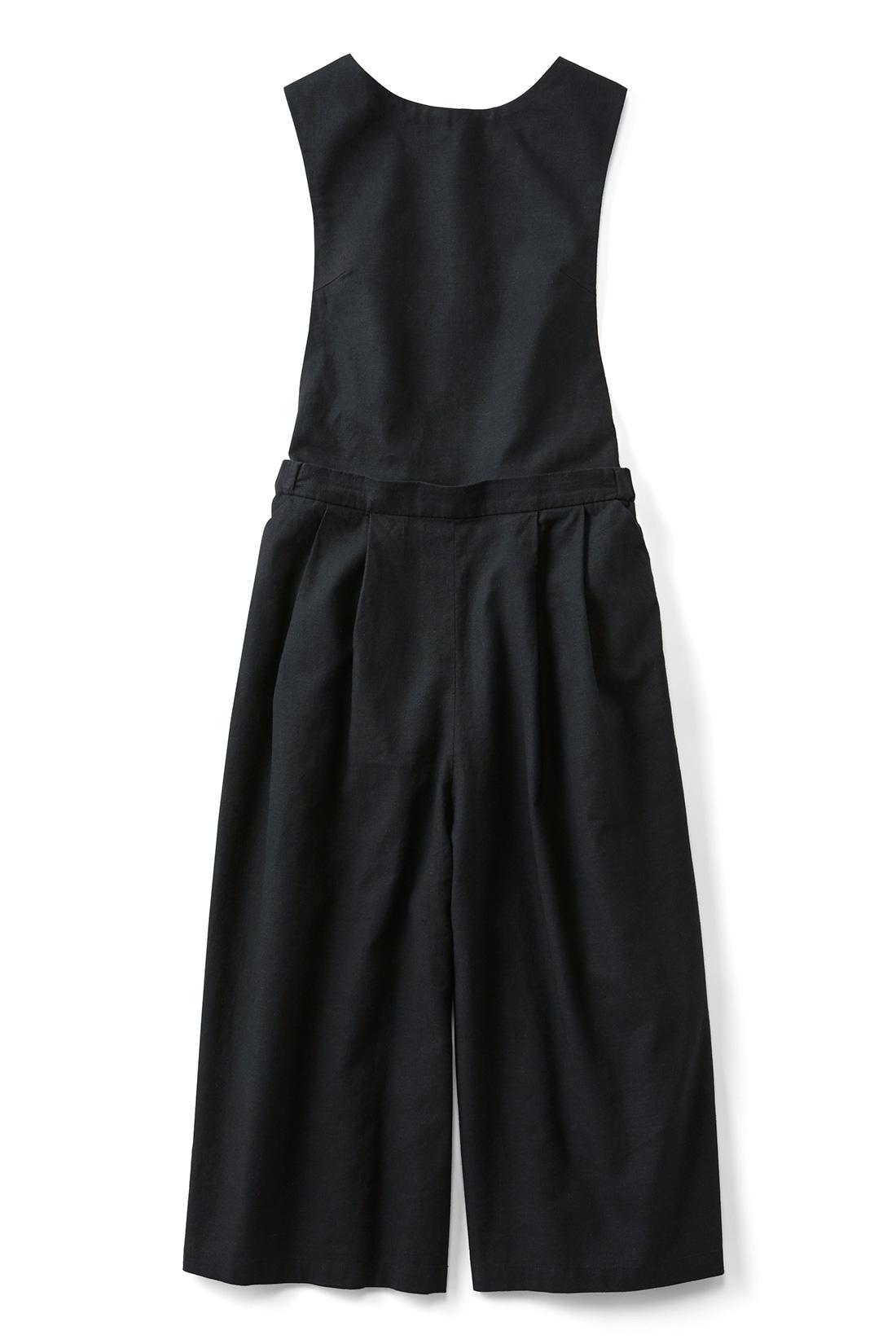 [ブラック]胸当て部分は取り外しOK。ガウチョパンツとしても着られます。