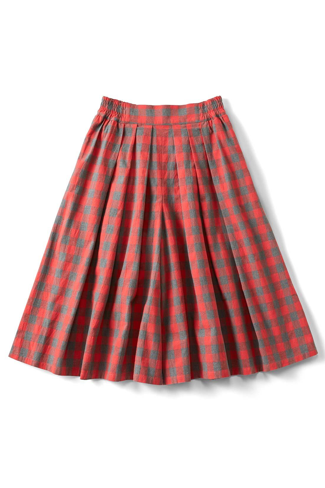 [ブロックチェック]両サイドには便利なポケットが。スカートみたいなシルエットでしょ。