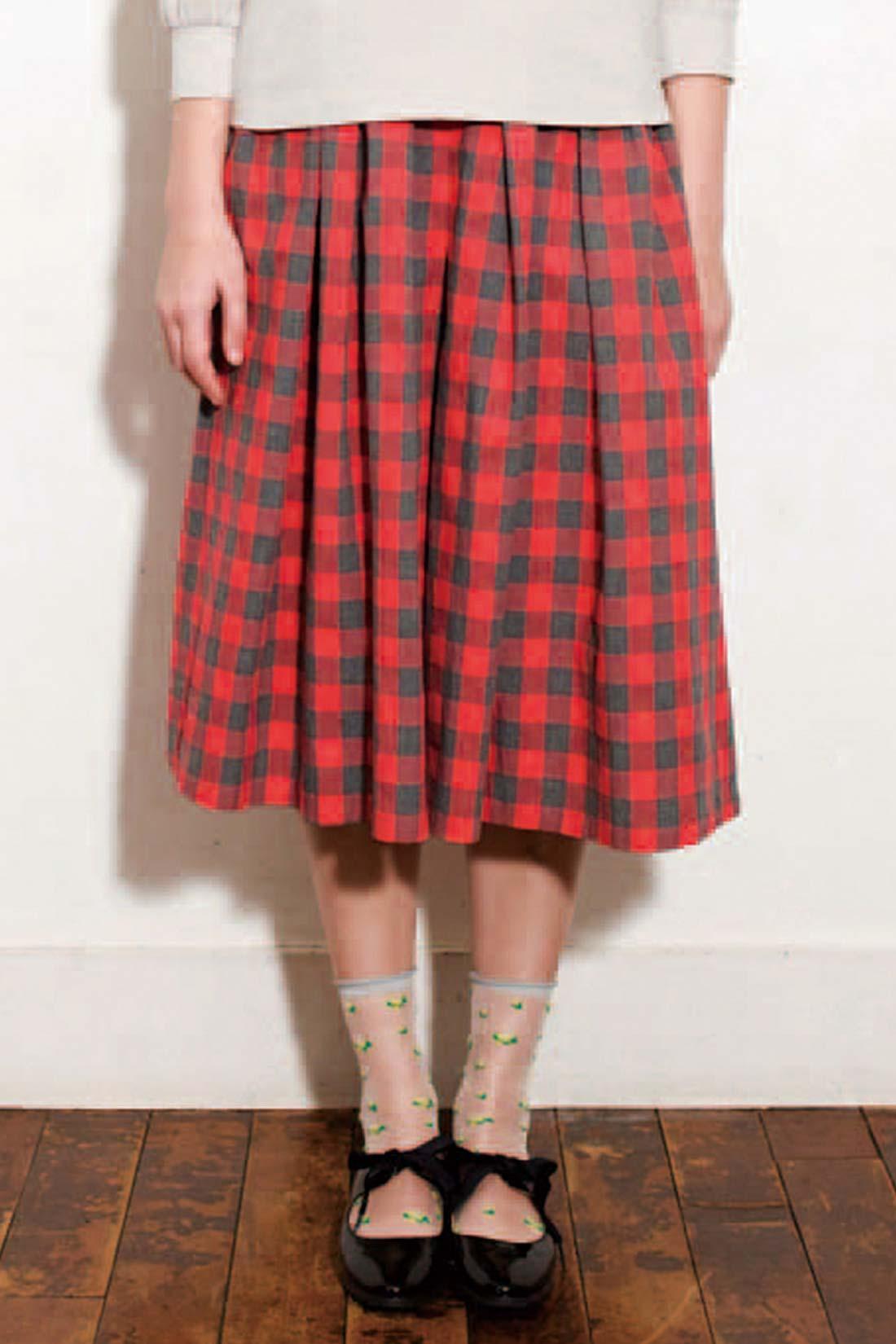 [実は……。]一見スカートに見えるけど、ガウチョパンツ! おてんばさんにはうれしい限り。 ※着用イメージです。お届けするカラーとは異なります。