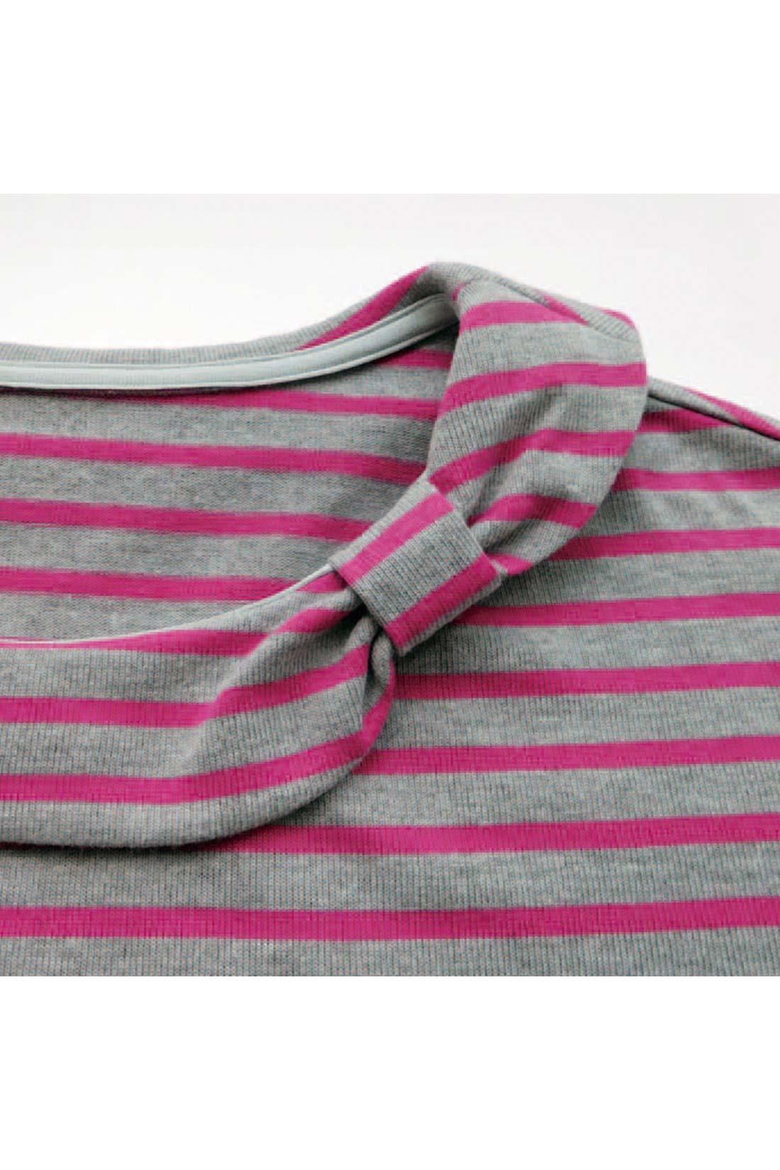 [乙女度アップの衿もと。]衿の一部をリボン形にして、オンナノコっぽく仕上げたよ。 ※お届けするカラーとは異なります。