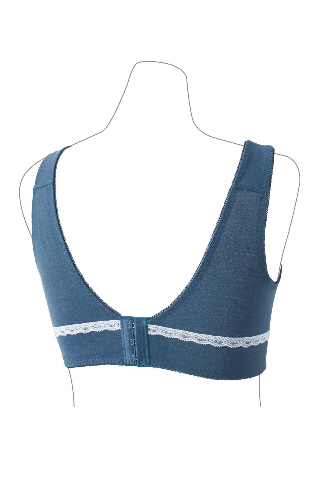 BACK 幅広の5.7cm幅のホックを採用。ノンワイヤーでも安定感のある着け心地。