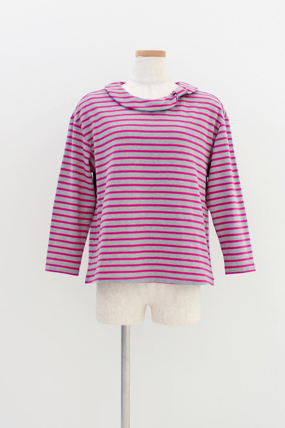 [グレー×ピンクパープル]衿もとはさりげなくリボン。七分袖がお気に入り。
