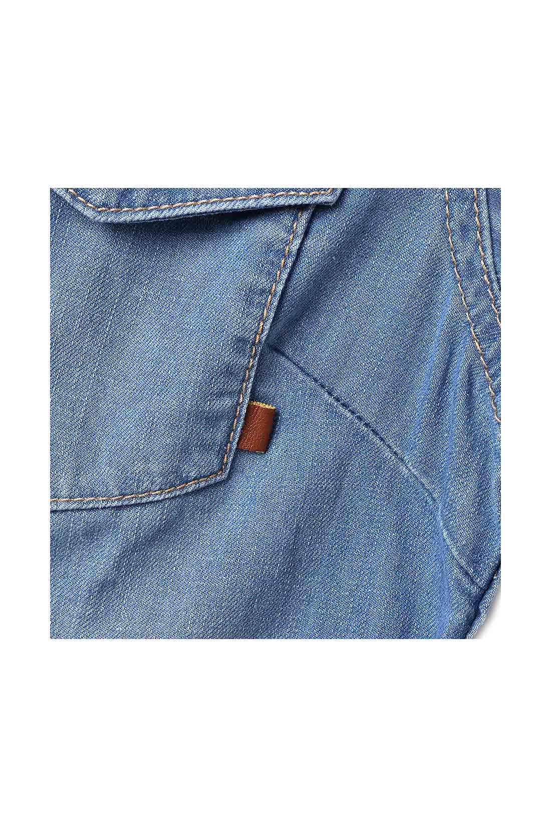ポケットには合皮のタブのワンポイント。