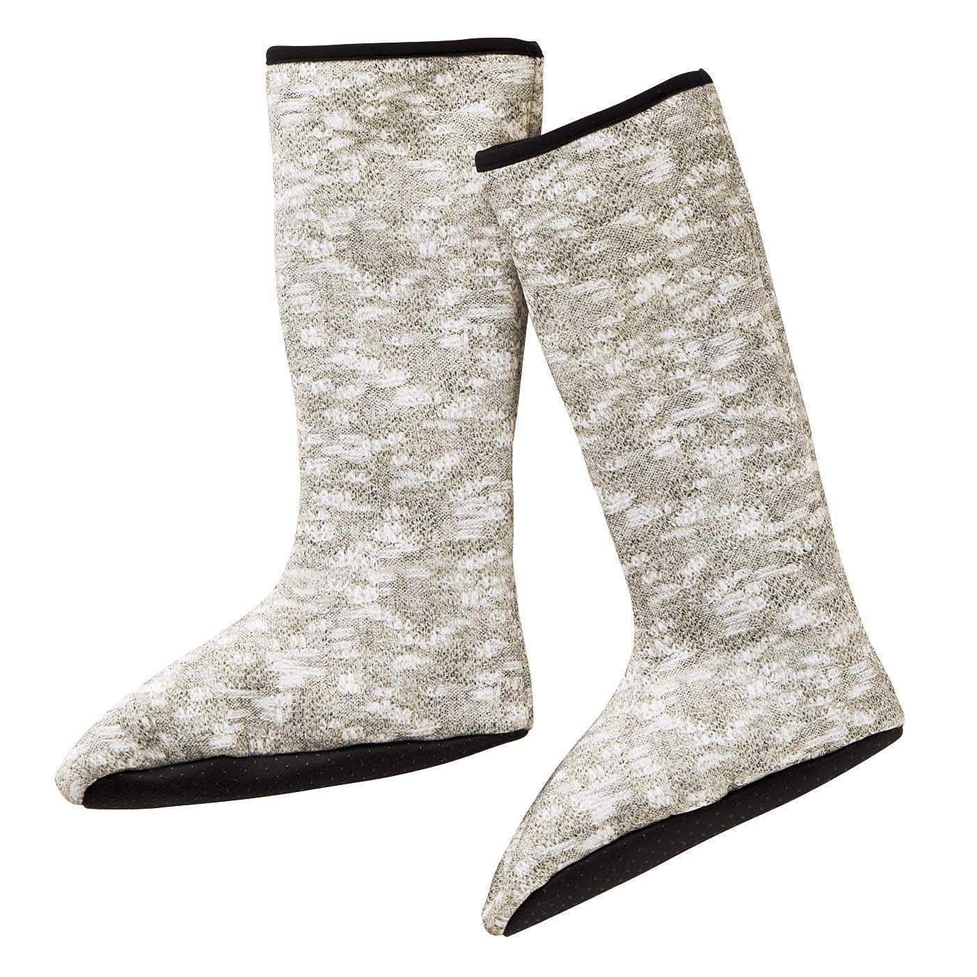 冷え足をのびのびボアで包み込む 靴下みたいなあったかルームブーツ