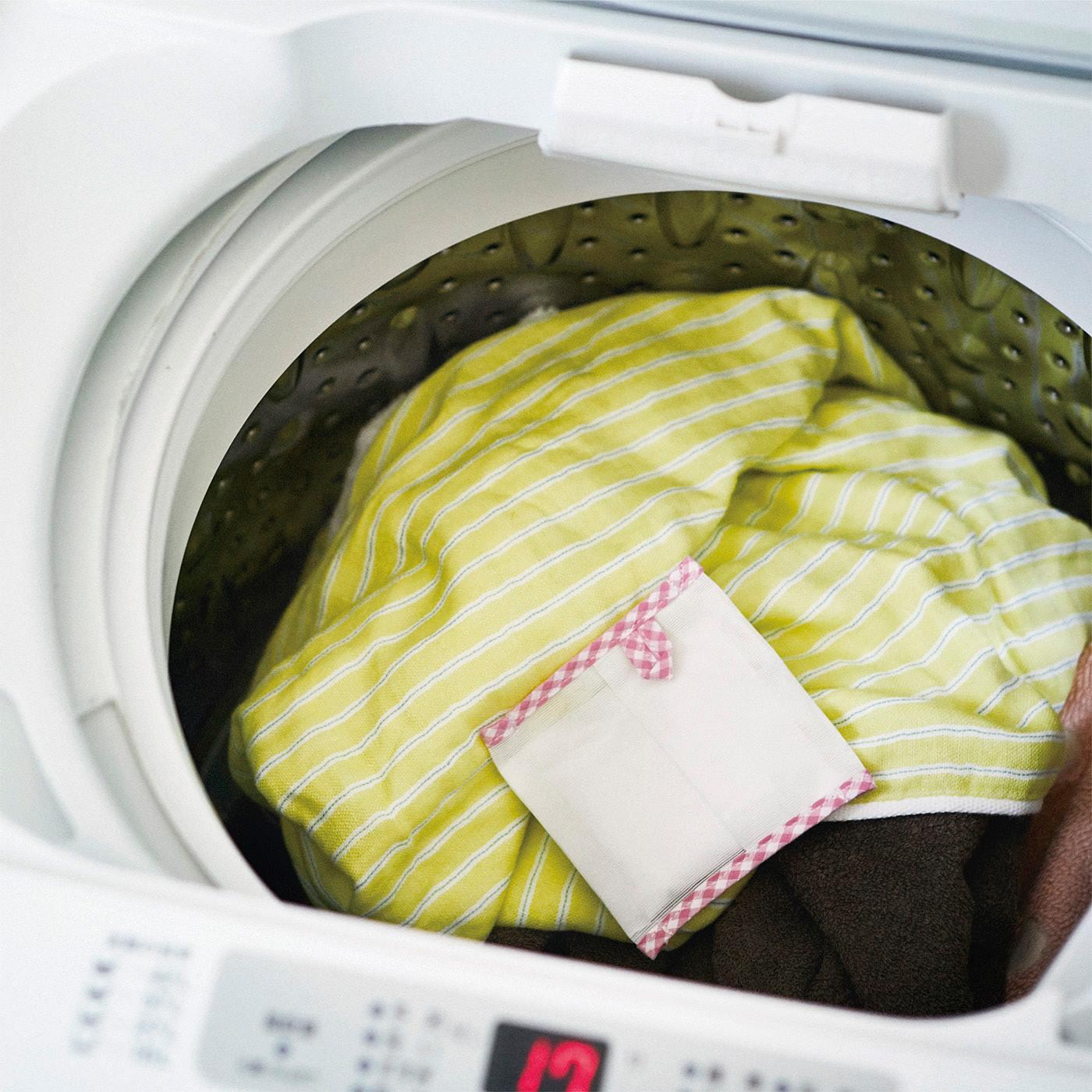 洗濯物と一緒に洗うだけ。※必ずネットに入れて使用ください。