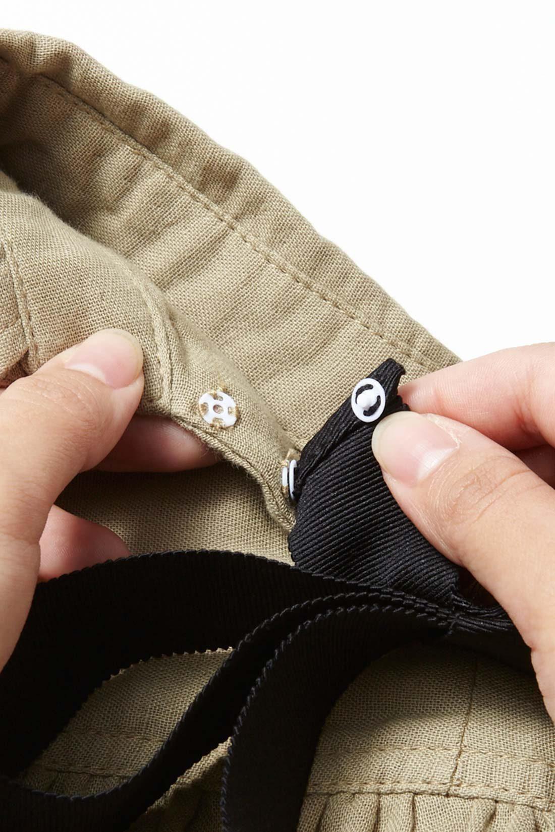 バックのグログランリボンは取り外しができるので気分に合わせてシンプルにも着こなせます。
