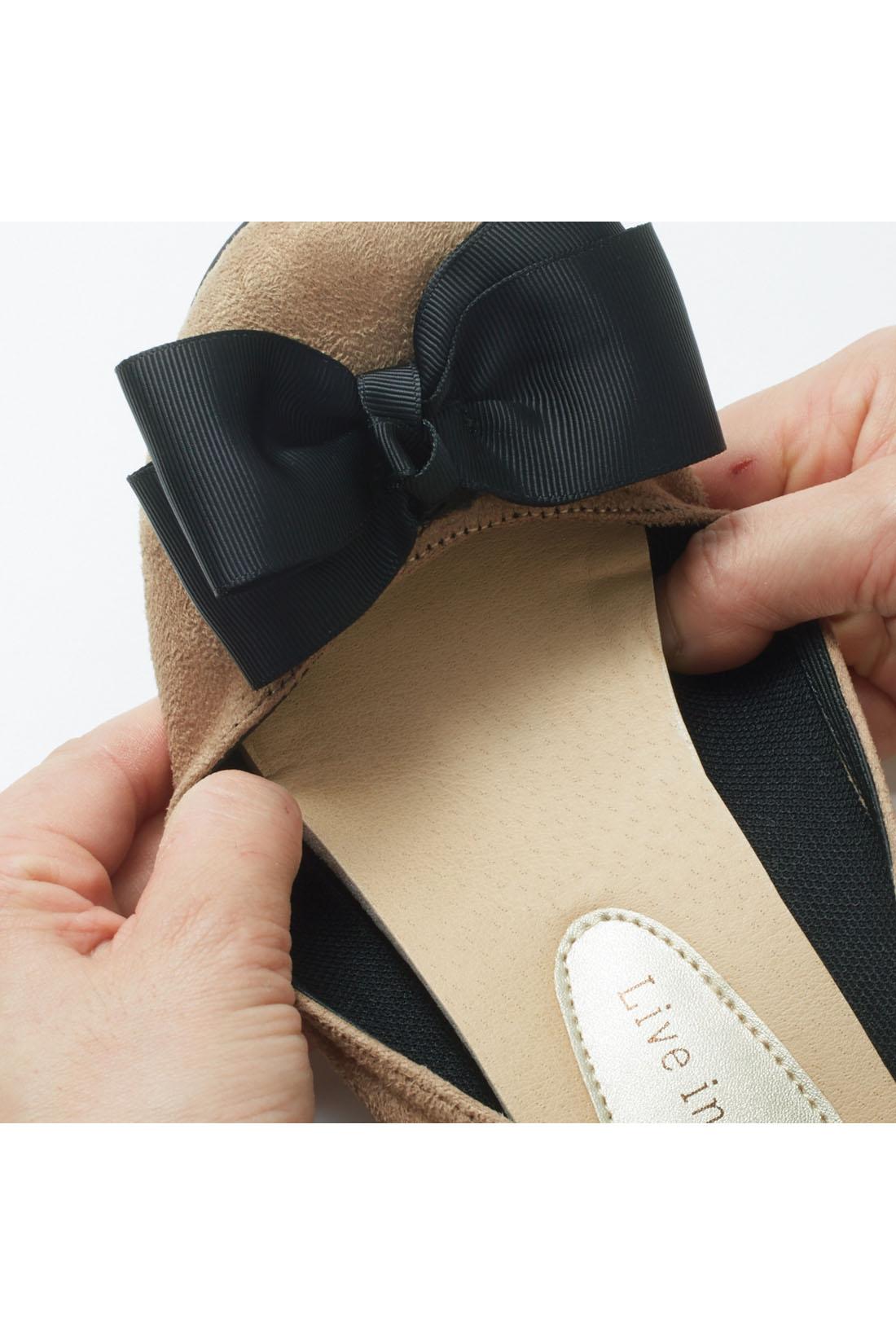 ストレッチ素材で作ったパンプスの履き口にゴムを入れました。 ※お届けするカラーとは異なります。