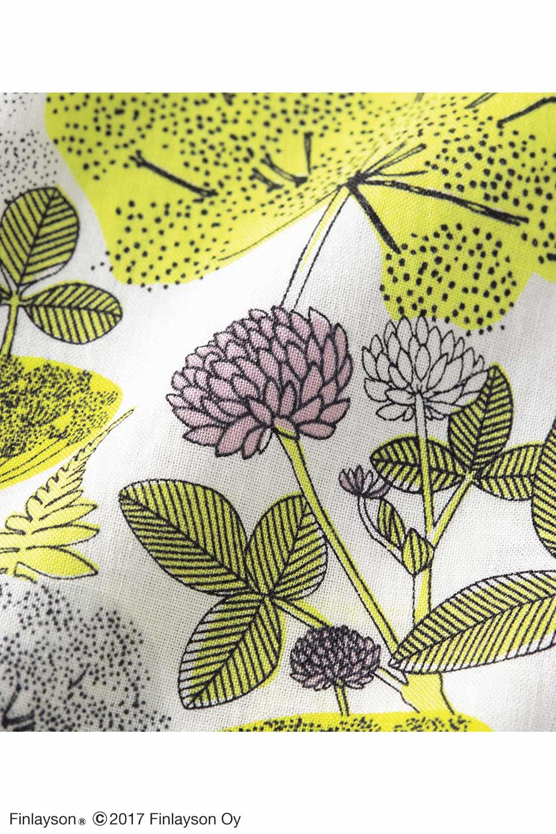 洗練された色遣いの植物柄で、綿100%の心地よさ。