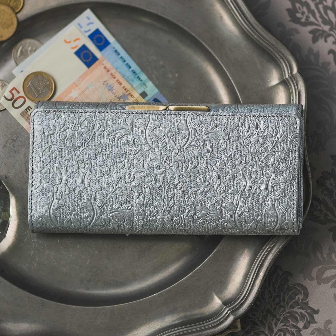 職人が誂(あつら)えた つた柄型押し本革長財布〈銀色〉