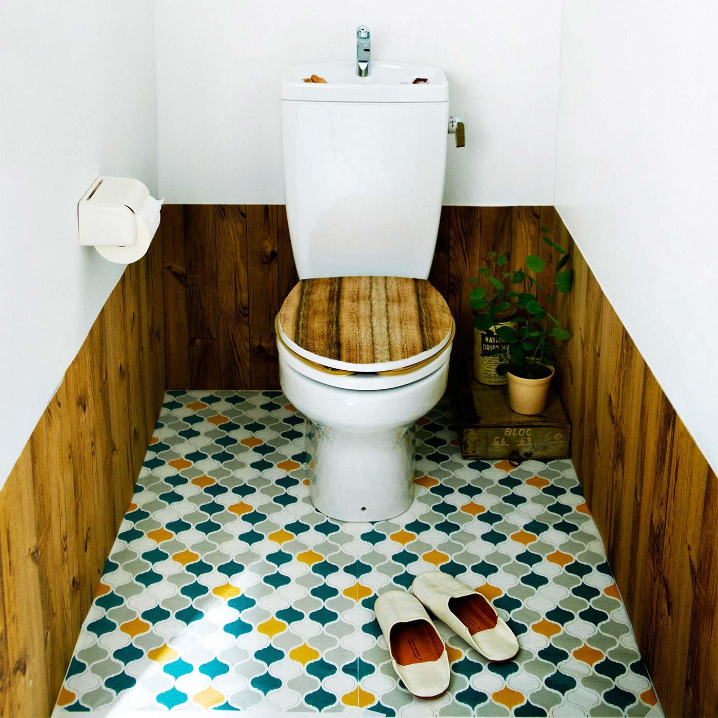 貼るだけで簡単リメイク カットできるトイレふたカバー〈木目柄〉