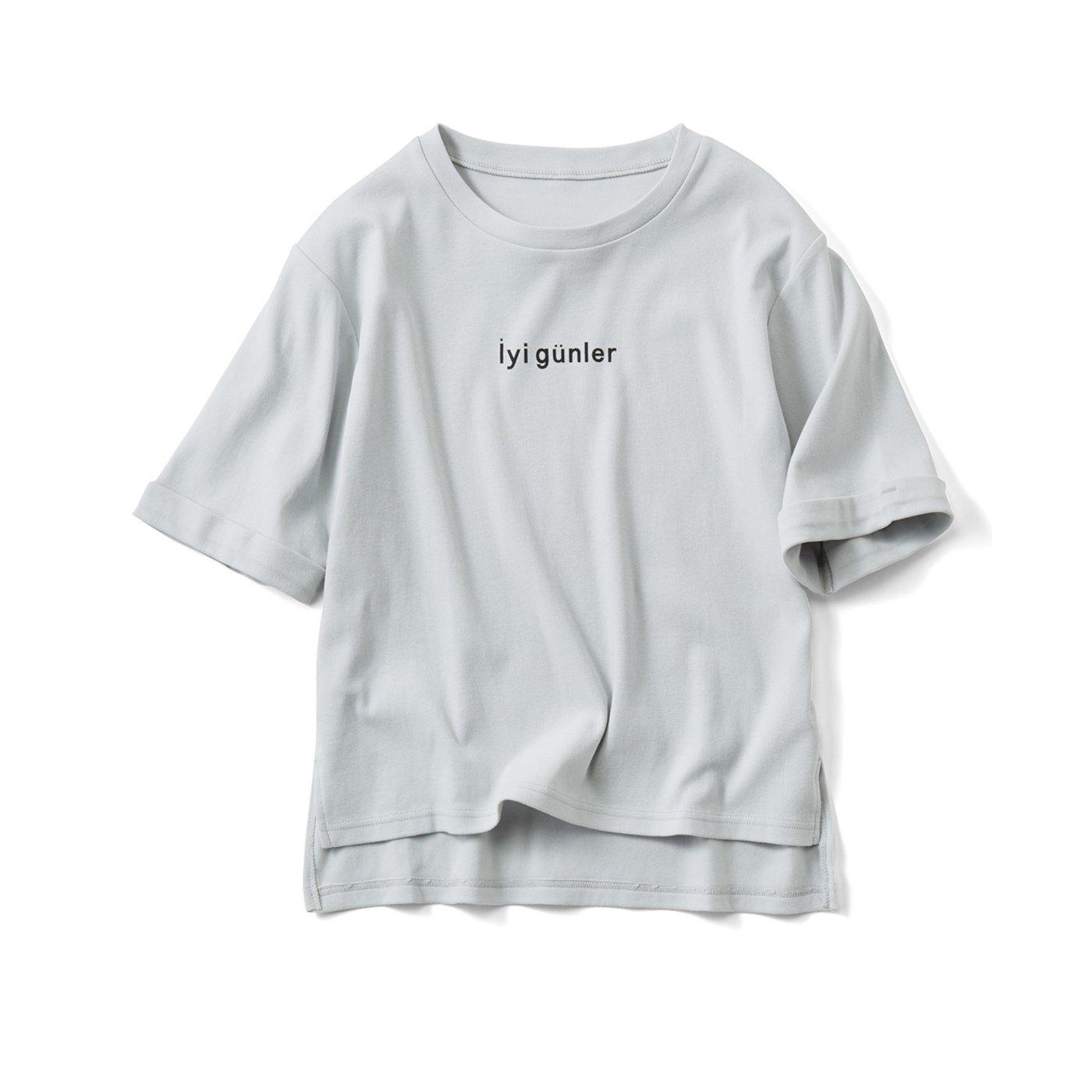 リブ イン コンフォート さらっとした手ざわりがやみつきの五分袖コットンロゴTシャツ〈Íyi günler「いい日を」〉