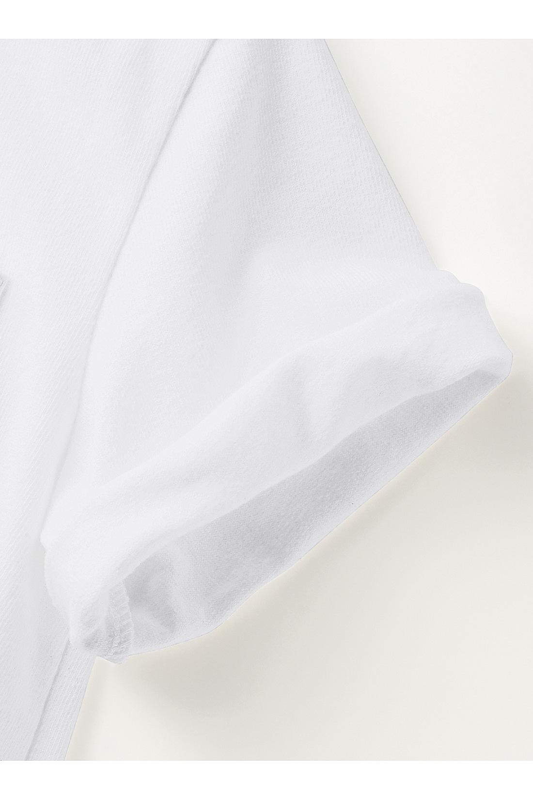 やや長めの半袖はロールアップしても◎。 ※お届けするカラーとは異なります。