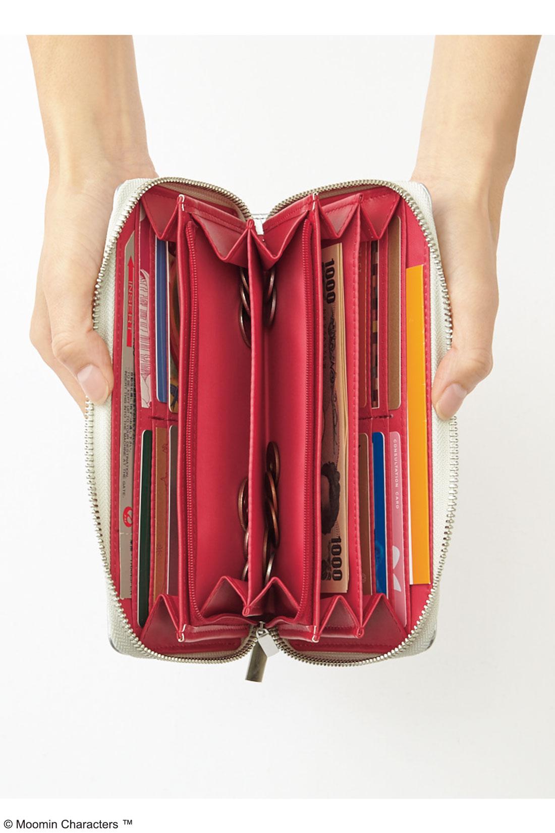 計16個のカードポケットや3つあるお札入れ、ファスナー付き小銭入れに、両端には内ポケットまで。とっても使いやすい仕様。