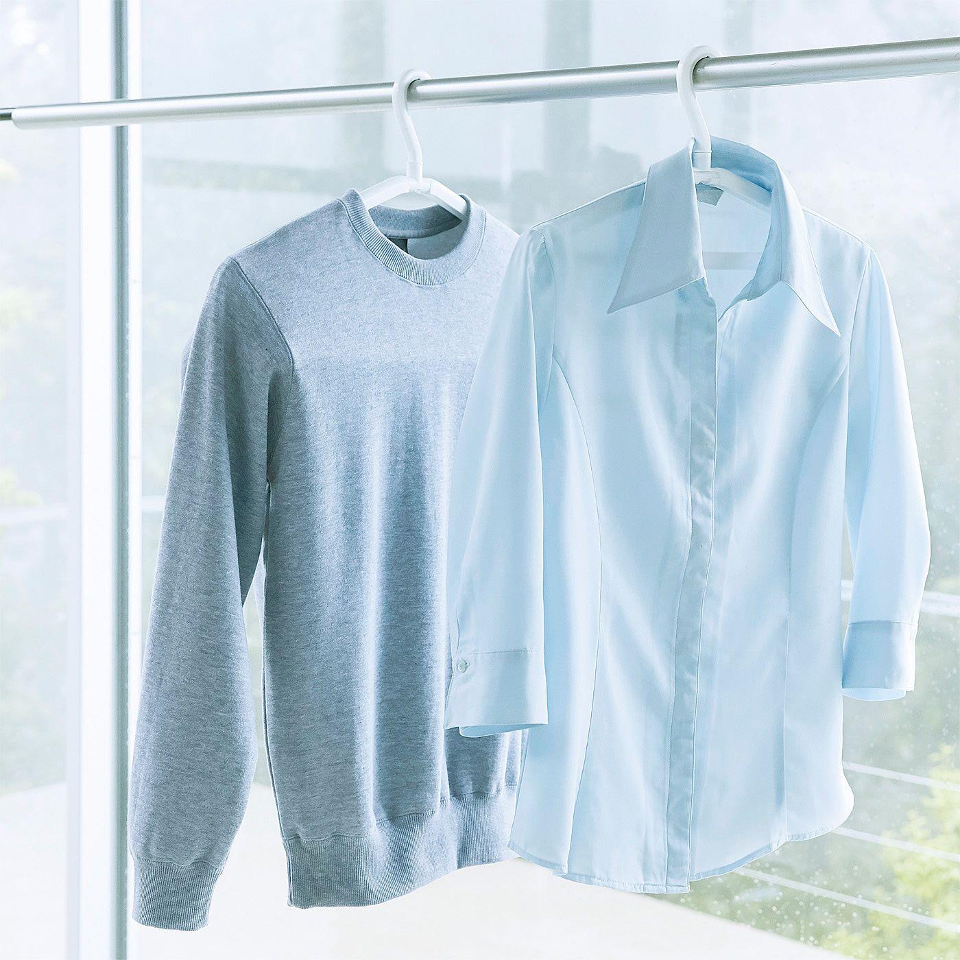 衣類の幅や厚さに合わせて、ハンガーの幅を伸ばしたりセンターアームを起こしたりできるので、洗濯物の乾きにくい季節に大活躍します。