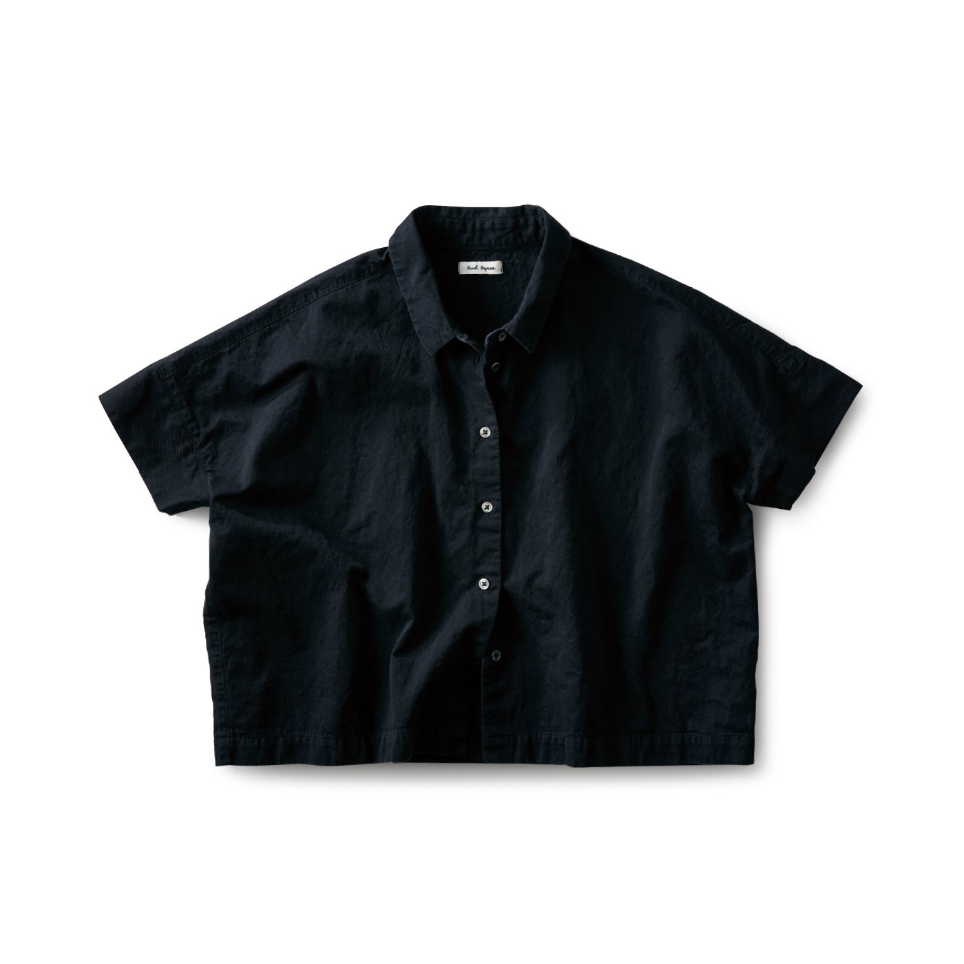 and myera みじか丈のシャツ〈黒〉