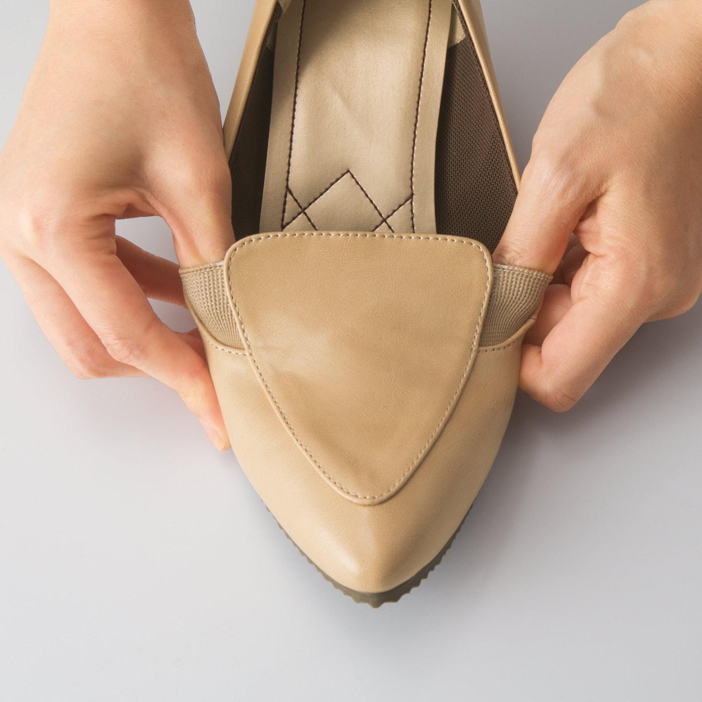 【幅広さんも痛くない】履き口は横にも伸びるから幅広さんの足にもらくちんフィット。