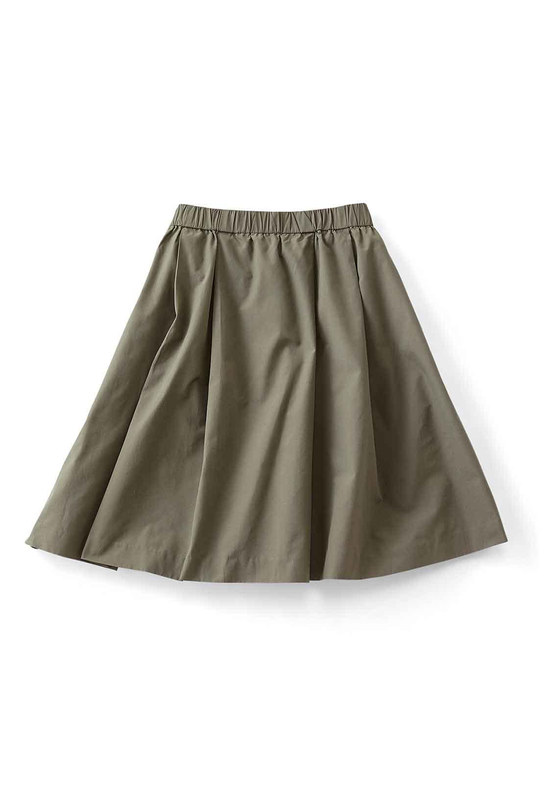 たっぷりフレアーがきれいに広がって、思わずくるりと回りたくなるスカート。