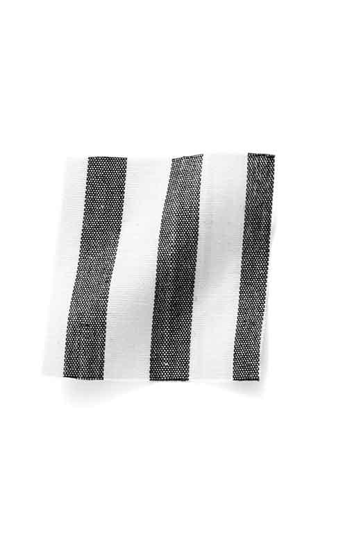 やわらかく、滑らかなシャツ地。いつでもキレイが続く、形態安定&抗菌防臭加工。