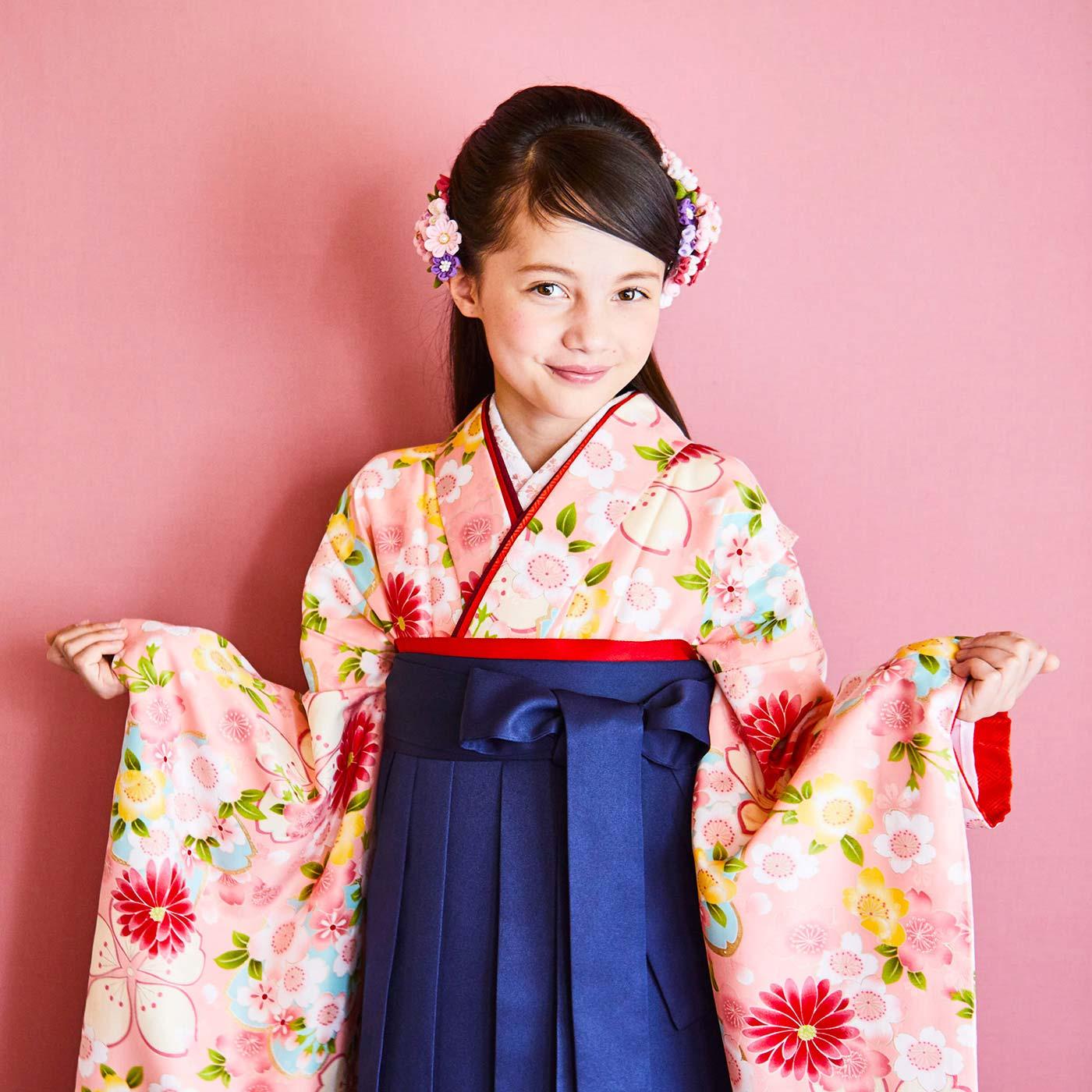 娘さんやお孫さんの卒業式や七五三の晴れ姿に(写真は桃色を着用しています)。
