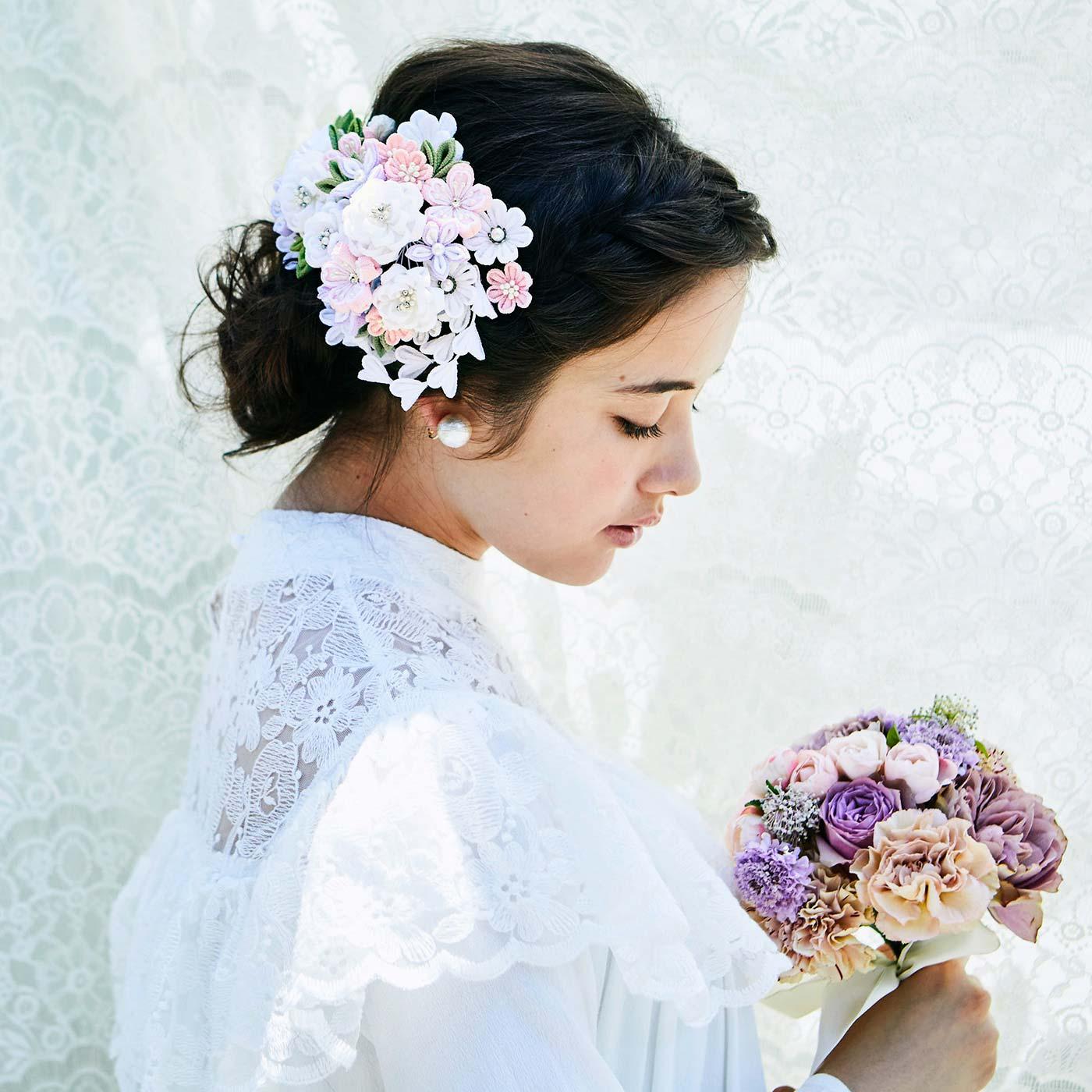 ウエディングやパーティーシーンなど、洋装のドレスアップに(写真は純白を着用しています)。