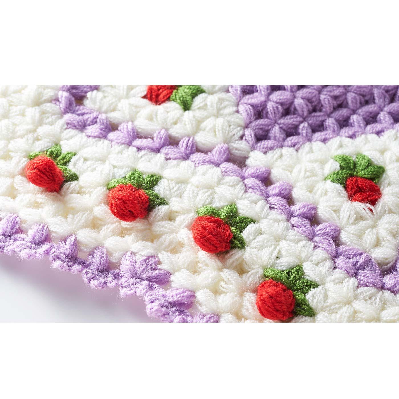 お花が立体になっているデザインも! あらかじめ2本どりになっている糸を使うので、ほどよい厚みがある仕上がりとなり、ふんわりとやさしい座り心地です。