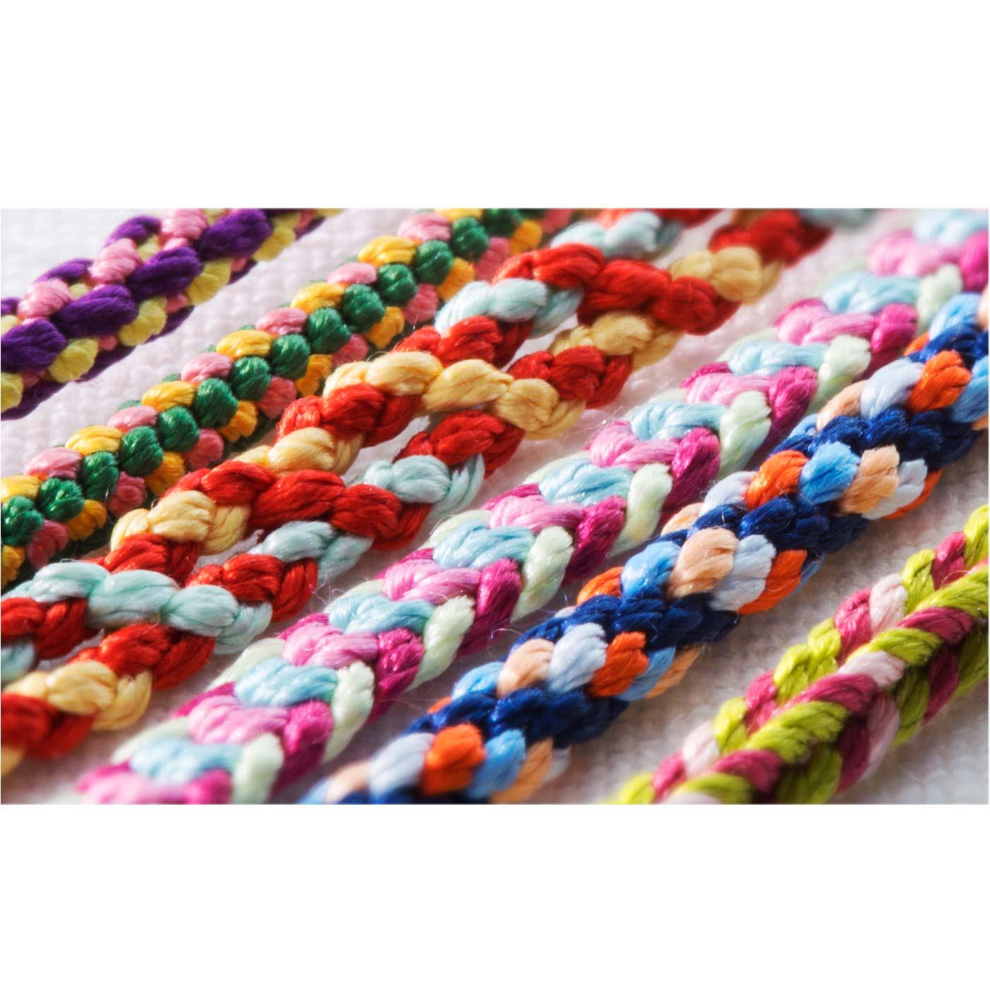 色鮮やかな美しい絹糸の光沢。