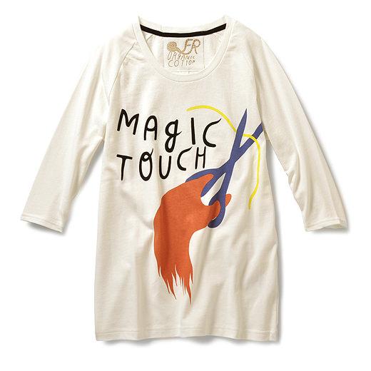 インド産のオーガニックコットンを使用。 MAGIC TOUCH のタイポグラフィーはベロアのようなフロッキープリント。