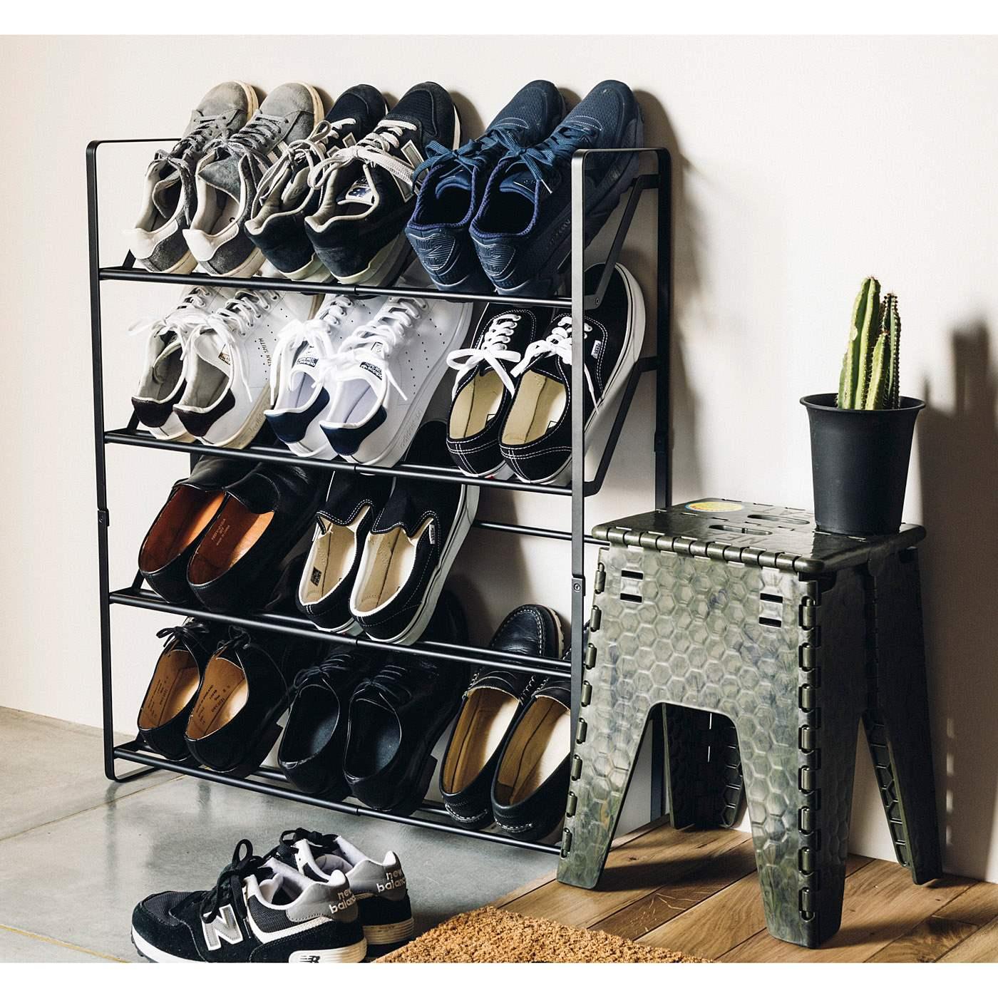 スニーカーのコレクションをディスプレイ。