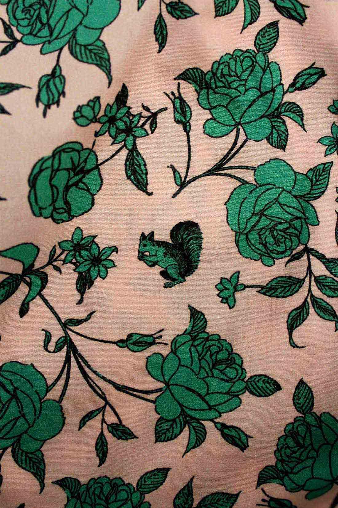 くすんだピンクとグリーンのクラシカルな色合いにキュン♪