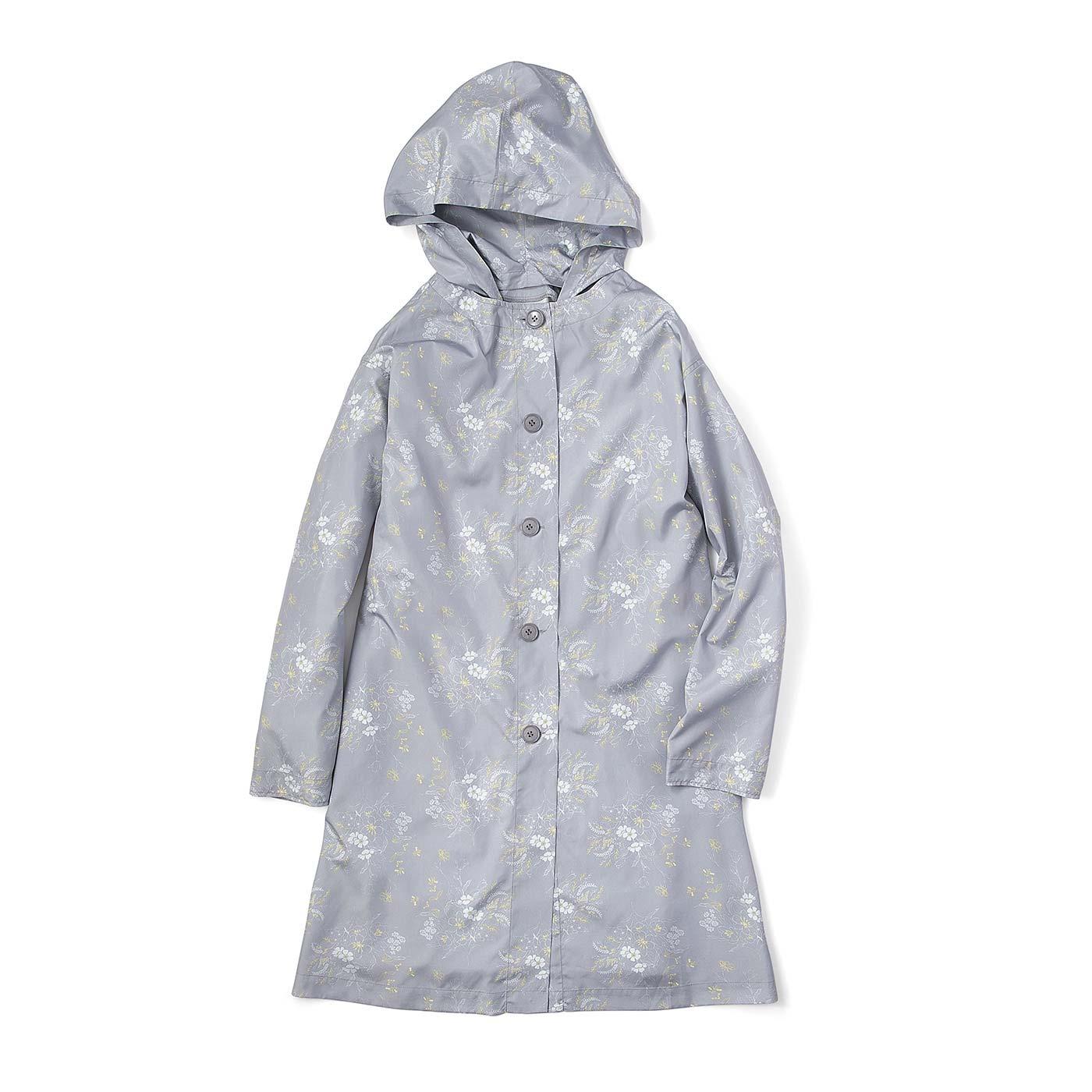 レインコートに見えないカットワークと色柄にこだわったスタイルコート。