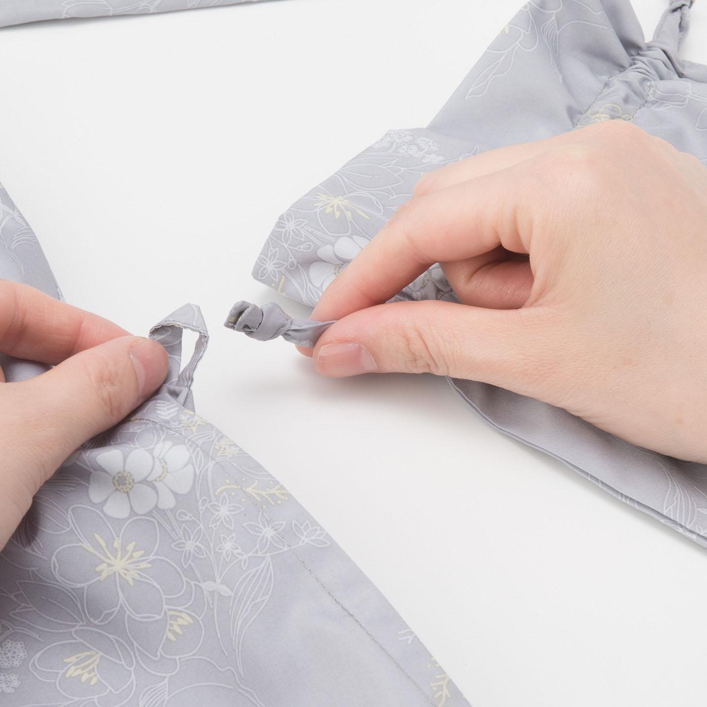 収納きんちゃくは、なくしたりしないよう左ポケットのループにセットできます。