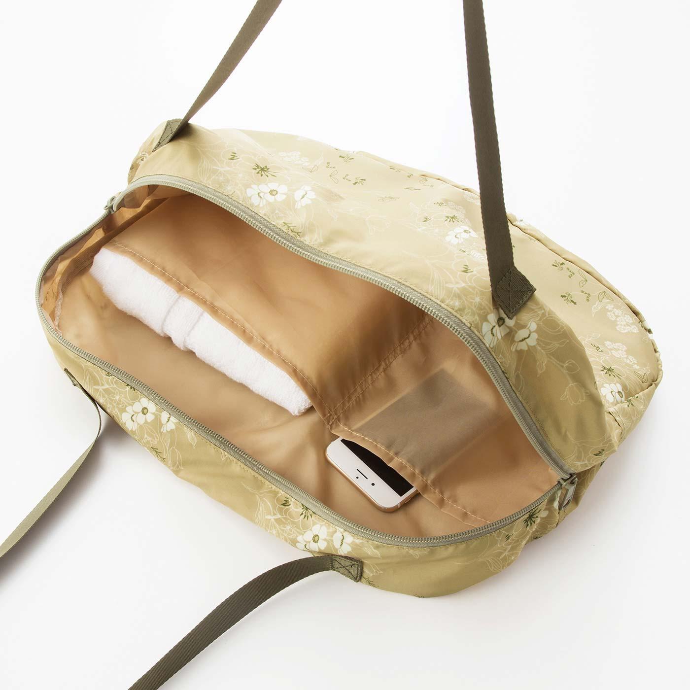 ふだん使いのバッグとしても使用できます。内側には大小のポケット付き。