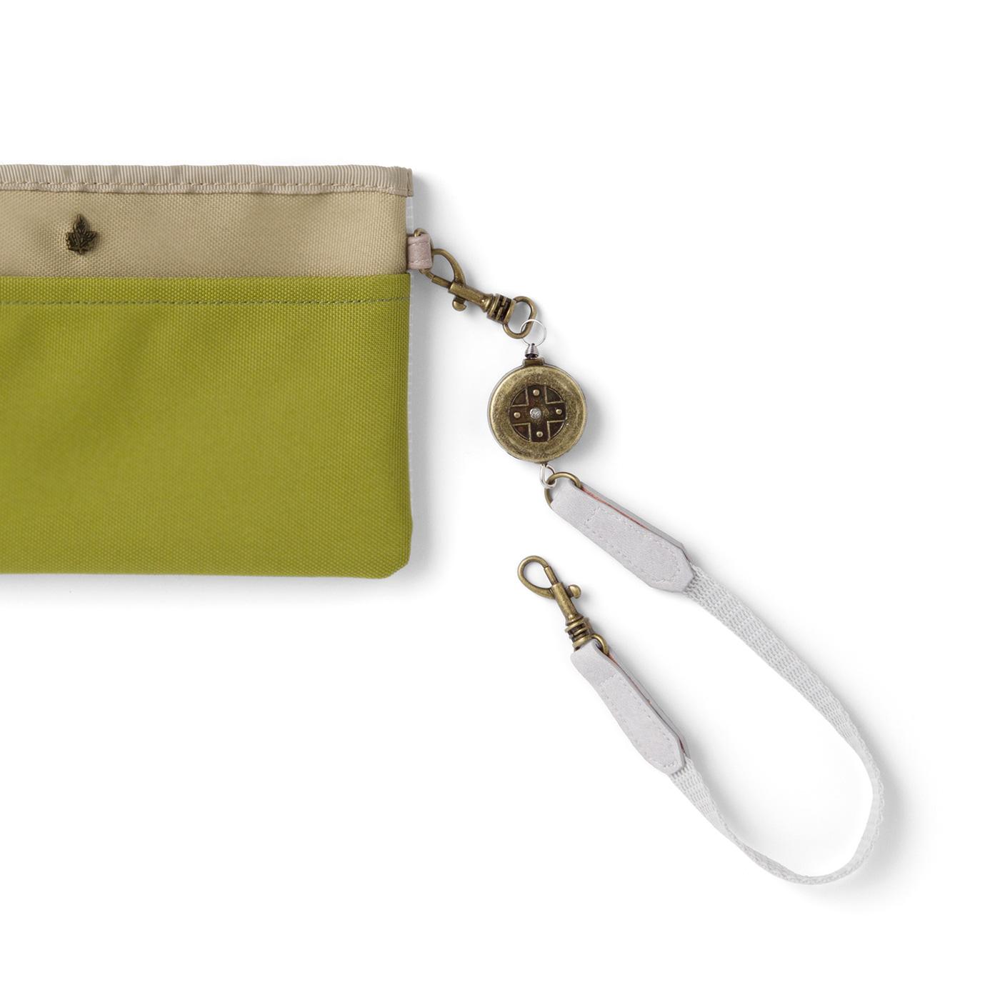 持ち手金具は取り外し可。バッグの内側などに取り付けられます。