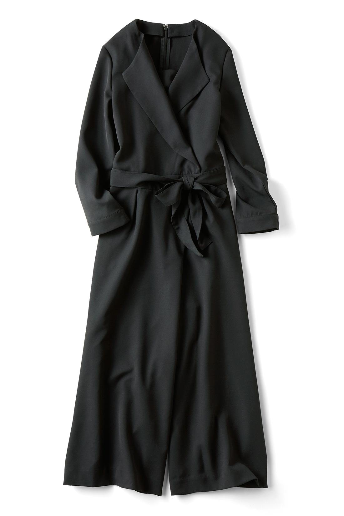 セミフォーマルにも使える〈ブラック〉 着るだけでベストバランスのスタイルをかなえる、計算されたカシュクール。調整いらずで、こなれ感のある着こなしに。女性らしく見せるVネックを、さらにほっそりシャープな印象に見えるよう、深めに取っているのもポイント。 ※商品の色味はこちらをご参考にされてください