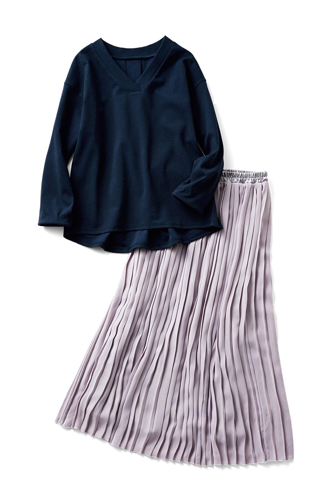 〈ネイビー×グレー〉クールな印象の、ブルー系コーデ。ブルーをひとさじ感じさせる大人が着やすい春色が主役。ネイビーのトップスで引き締めて。