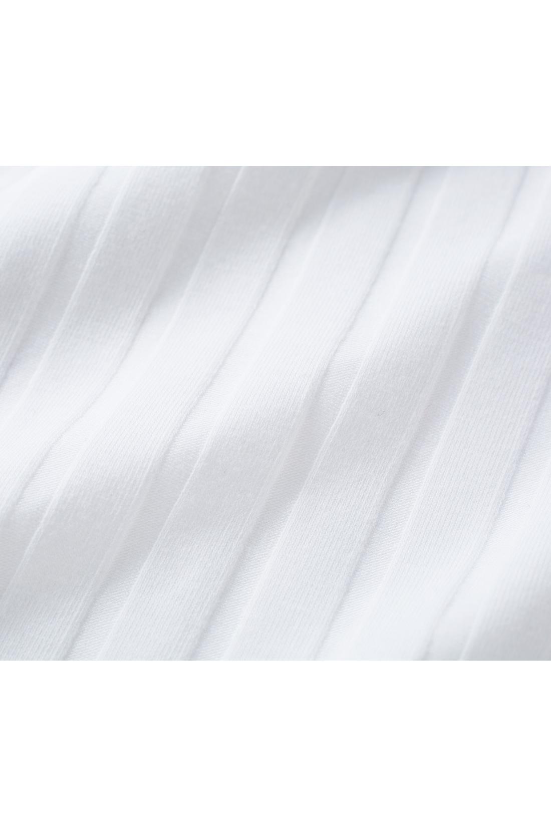 カットソータンクはワイドリブが旬顔。一枚でも使える上品シルエットにこだわりました。