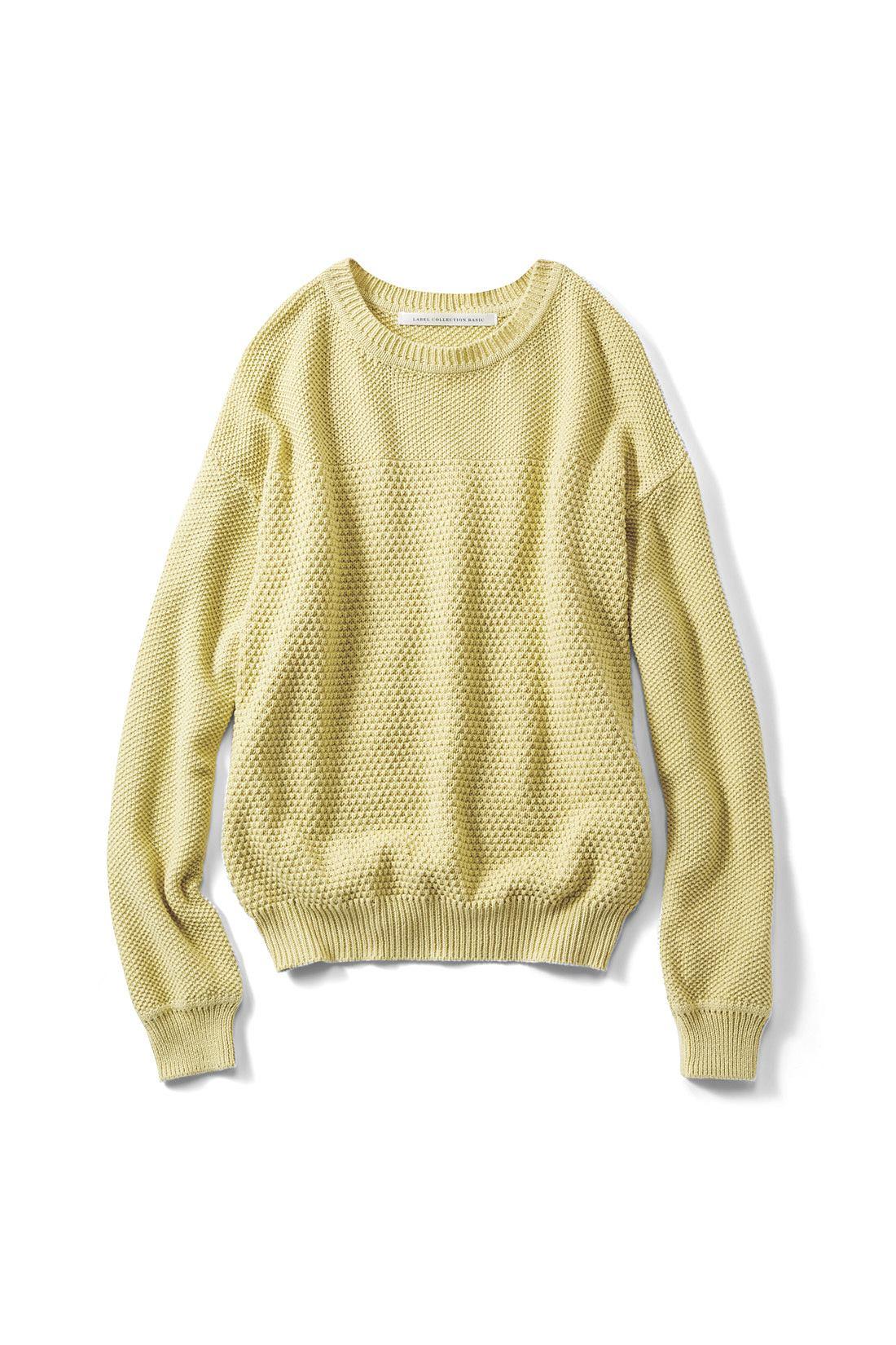 明るい着映え感のある〈シトロンイエロー〉 トレンドのワイドパンツやスカートに合わせやすいコンパクトな丈感。