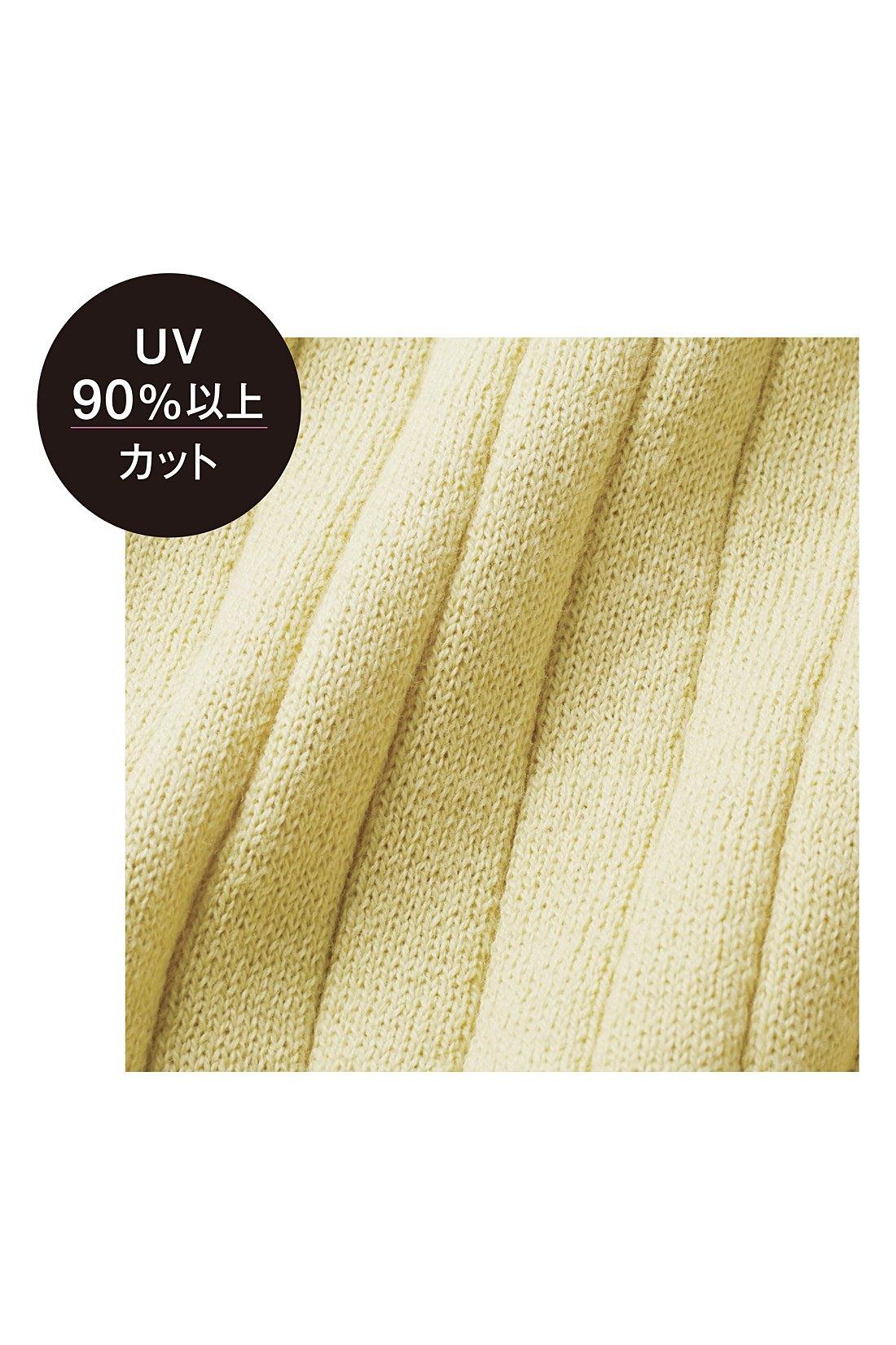 肌ざわりのいい綿混素材はUVカット機能付き。しわになりにくいのでバッグに忍ばせても。