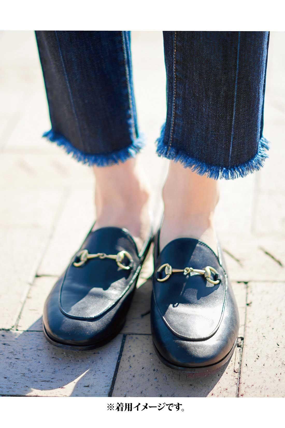 どんな靴とも好バランスな絶妙丈。適度にゆとりのあるすそ幅が足もとをすっきりと演出。パンプスはもちろんのこと、ぺたんこシューズやスニーカーにも好相性なバランスにこだわりました。