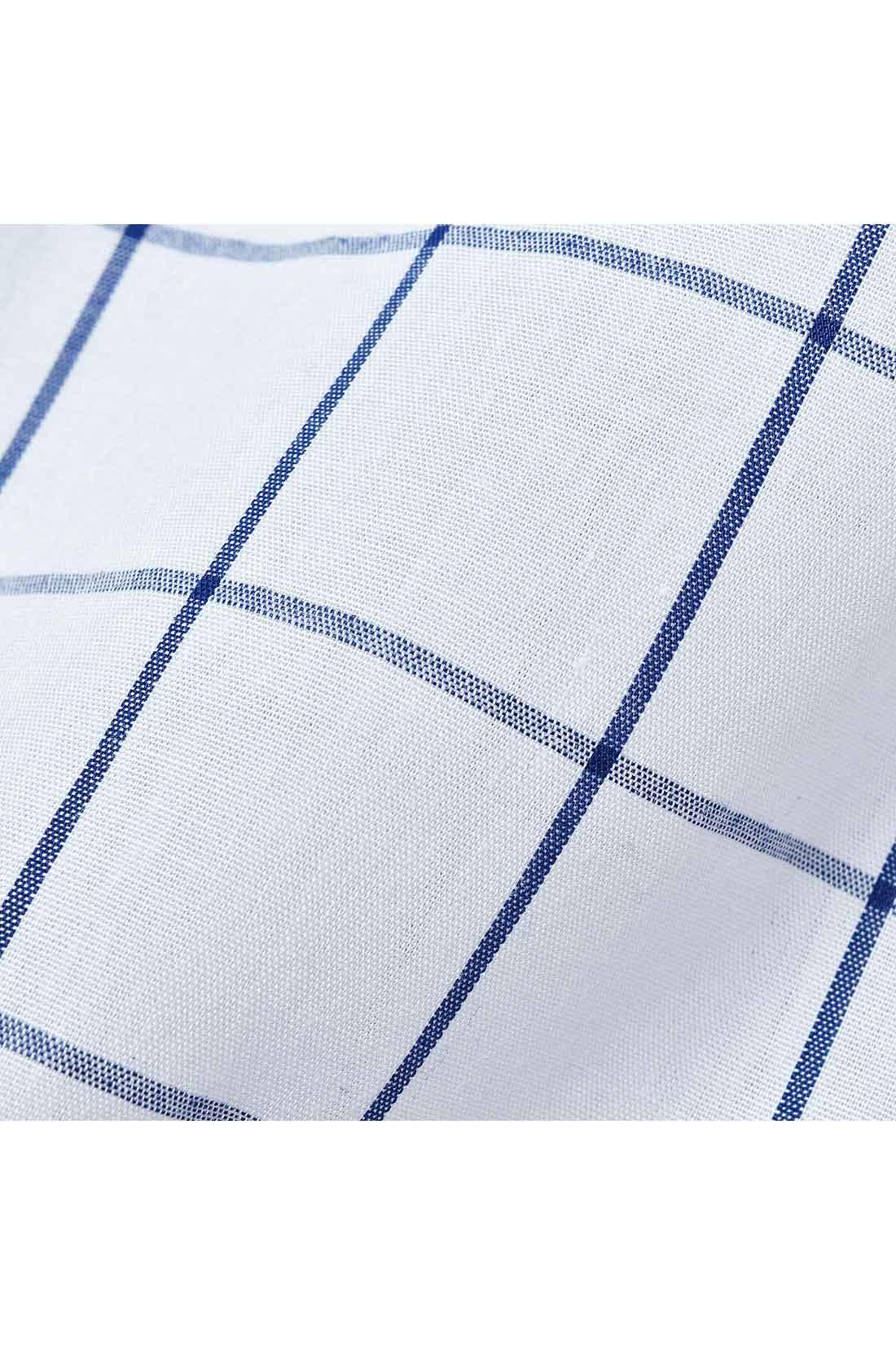 ブラウスは着心地のよい布はく素材。
