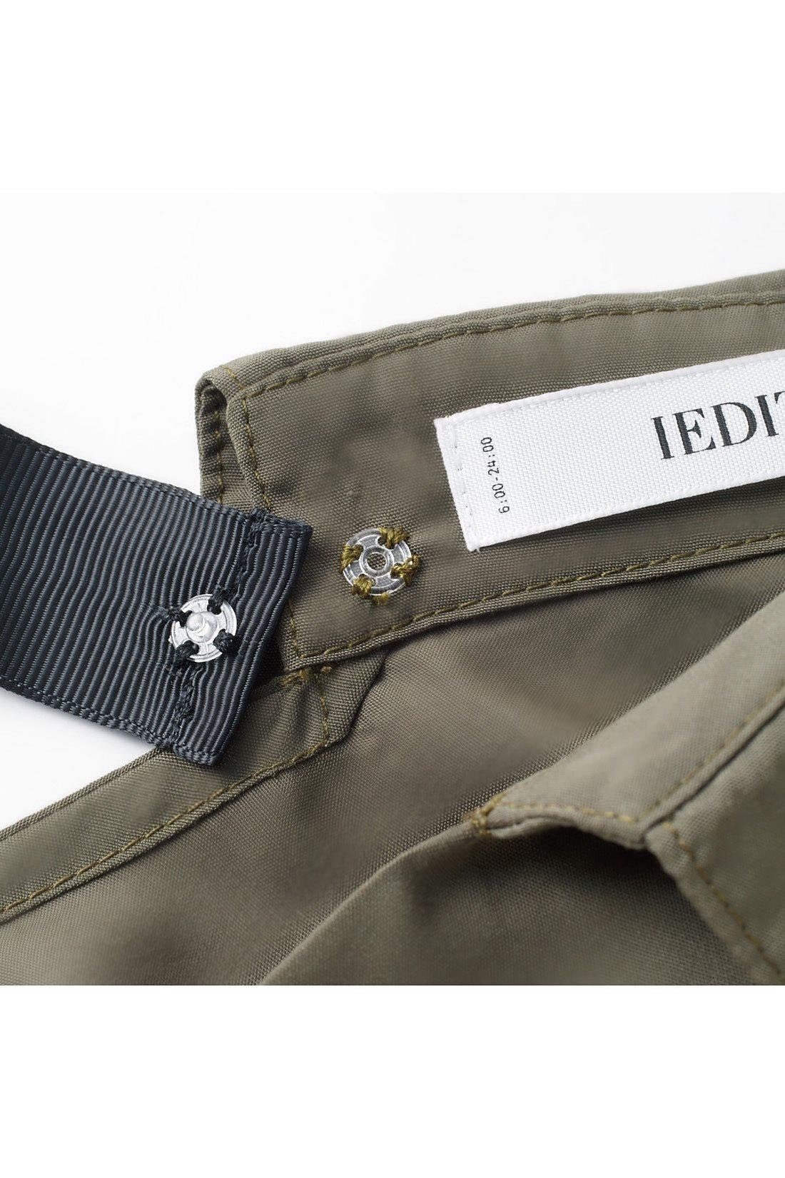 リボンはプラスチック製のスナップボタンを使用。簡単に取り外せるからお手入れもしやすい。