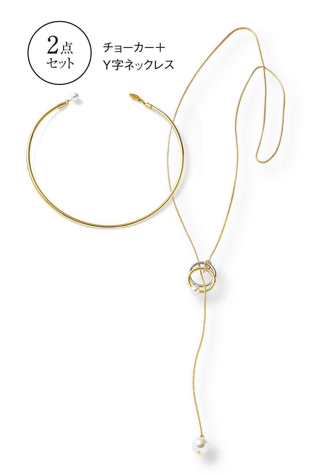 Y字ネックレスはゴールド&シルバーのリングとパールのコンビネーションが繊細な印象です。